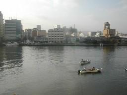 山根ビル3Fから大橋川を望む